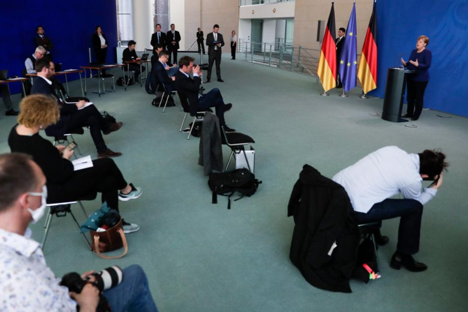 Auch die Journalisten mussten den nötigen Sicherheitsabstand einhalten.
