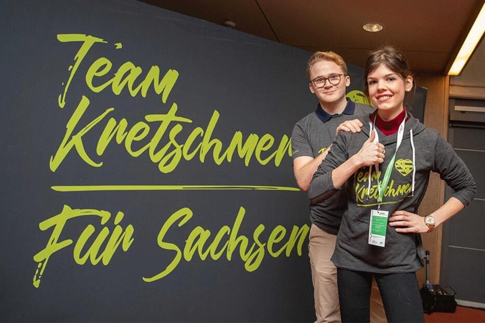 """Melanie Schütz und Timo Dinkels von der Jungen Union gehören zum """"Team Kretschmer"""", warben dafür auf dem Parteitag."""