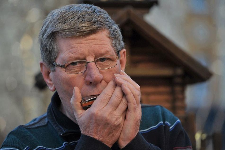 Mit seiner Mundharmonika geht Rentner Herwig Felix (71) ins Rennen.