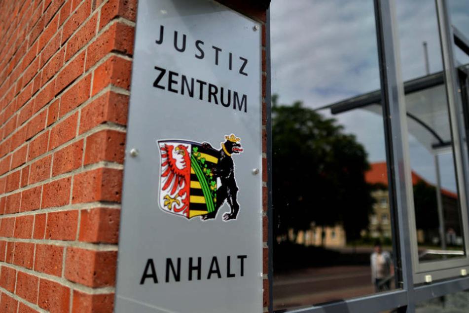 Am Landgericht Dessau-Roßlau wurden die vier Männer vergangene Woche zu jahrelangen Haftstrafen verurteilt.