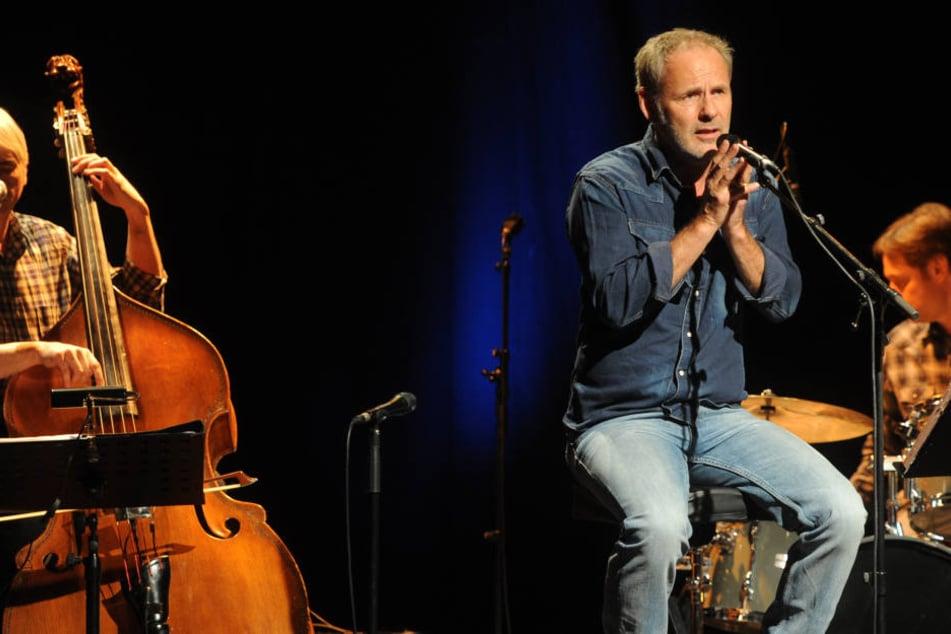 """Aktuell ist Reinhold Beckmann (62) mit den Songs seines zweiten Albums """"Freispiel"""" auf Tour."""