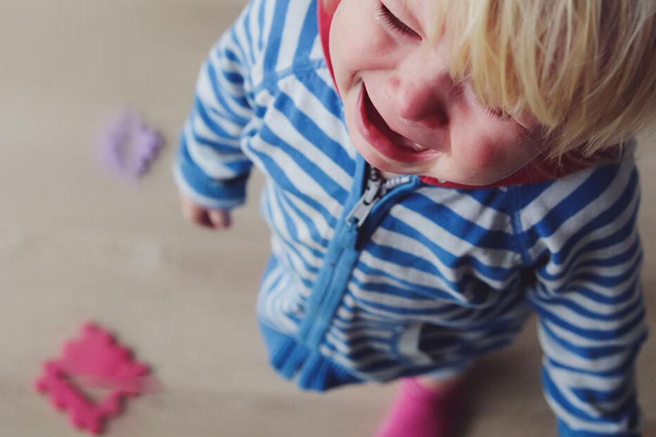 Kind (2) muss in die Notaufnahme: Schuld sind die Suff-Eltern!