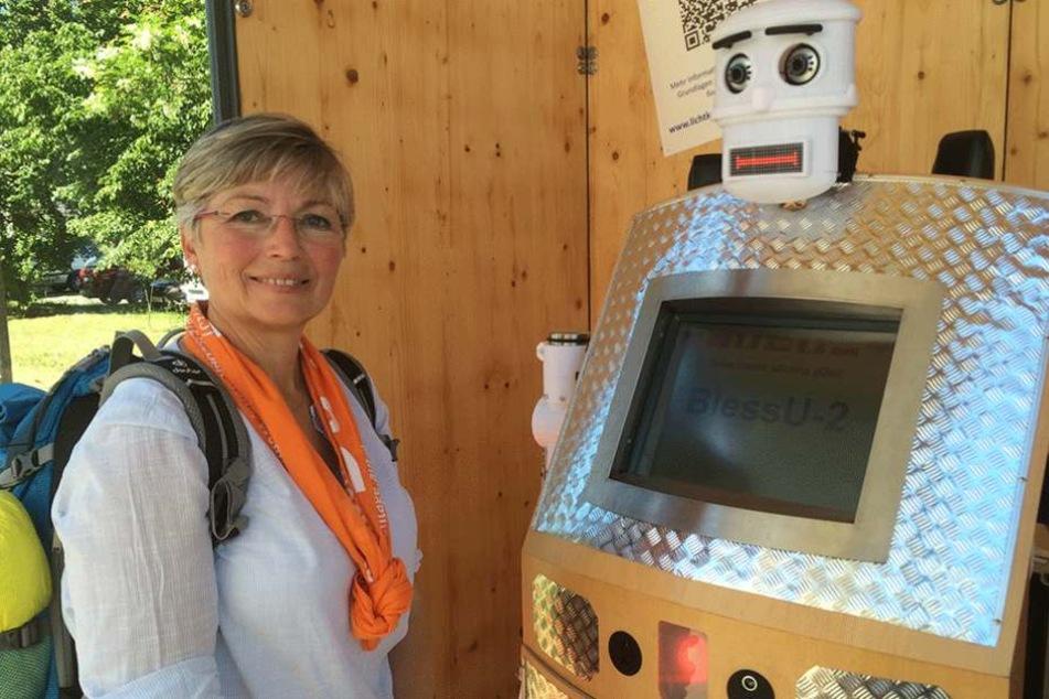 Während des Kirchentags konnte man sich erstmals Segenswünsche von einem Automaten geben lassen.