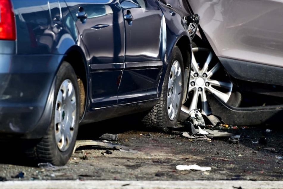 Die Autofahrerin konnte ihr Fahrzeug nicht mehr kontrollieren. (Symbolbild)