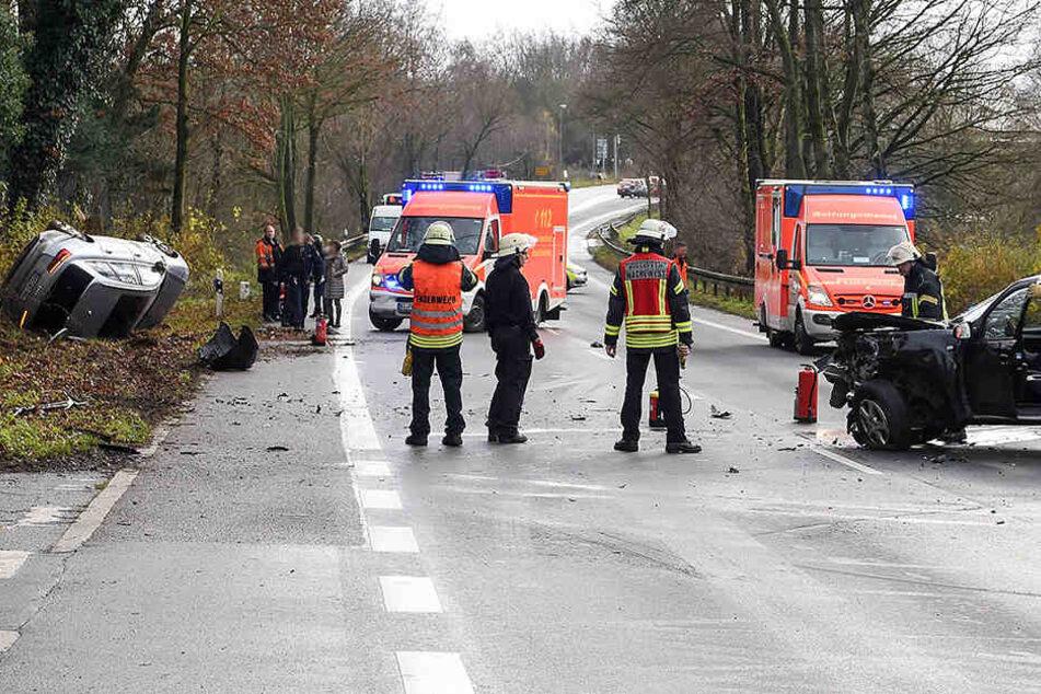 Wendemanöver geht schief: Audi wird bei Crash aufs Dach geschleudert