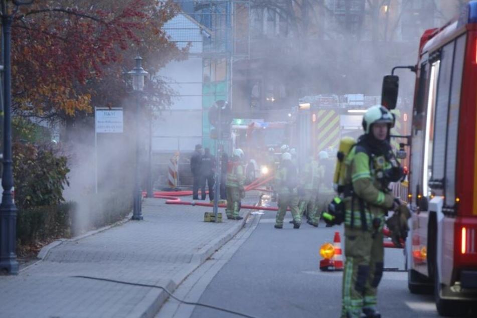 Rauch über der Kötzschenbroder Straße, mehrere Einsatzfahrzeuge waren im Einsatz.