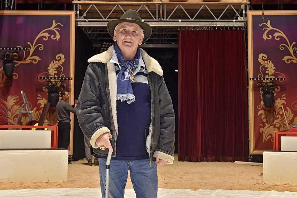 Circus-Direktor Mario Müller-Milano (69) überwacht mit Argusaugen Auf- und Ausbau des Zirkuszeltes.