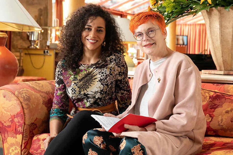 Nadja Benaissa (l.) erzählt TAG24-Reporterin Katrin Koch, wie sehr sie sich auf den neuen a-cappella-Job freut.