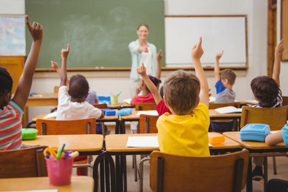 Während des Unterrichts klagten die Kinder über Husten und Tränenfluss. (Symbolbild)