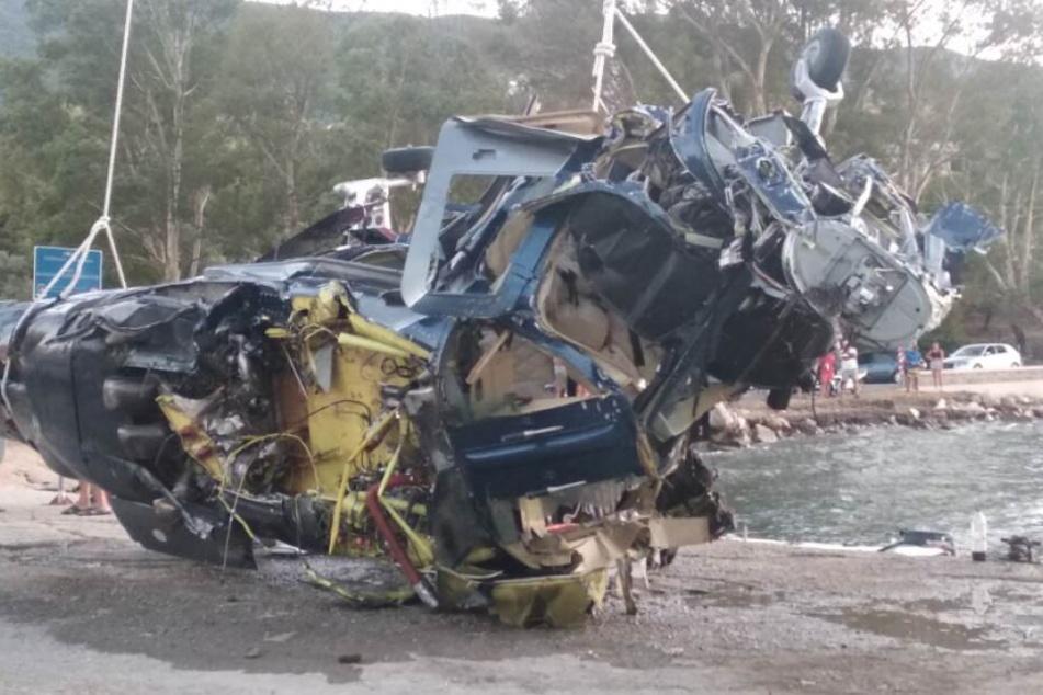 Das Wrack des Hubschraubers. Drei Menschen kamen bei dem Absturz ums Leben.