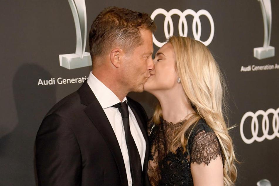 Til Schweiger (54) turtelt sich aktuell mit seiner neuen Freundin Francesca Dutton (32) über die roten Teppiche.