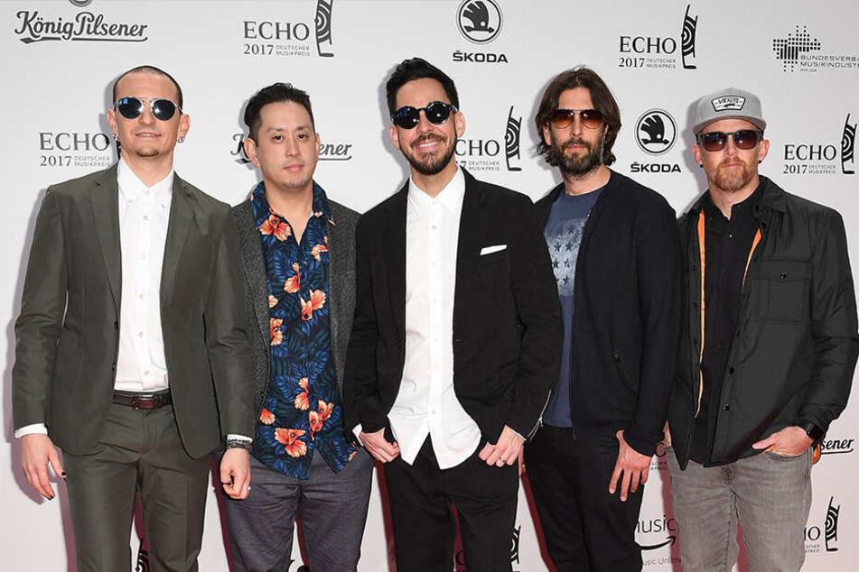 Die Band Linkin Park mit Chester Bennington (l) im Jahr 2017.