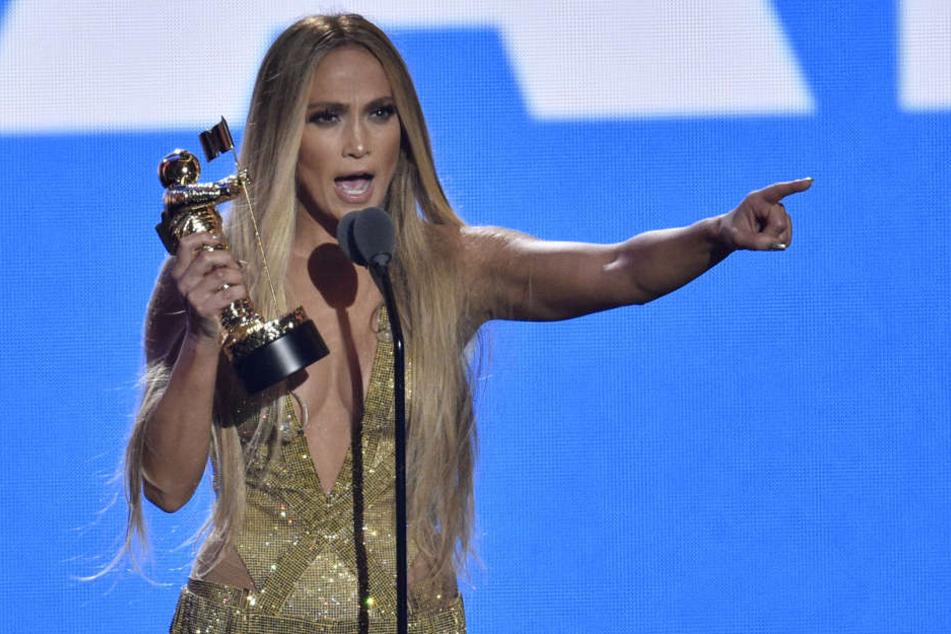 Jennifer Lopez hat noch mit 49 Jahren einen sexy durchtrainierten Körper.