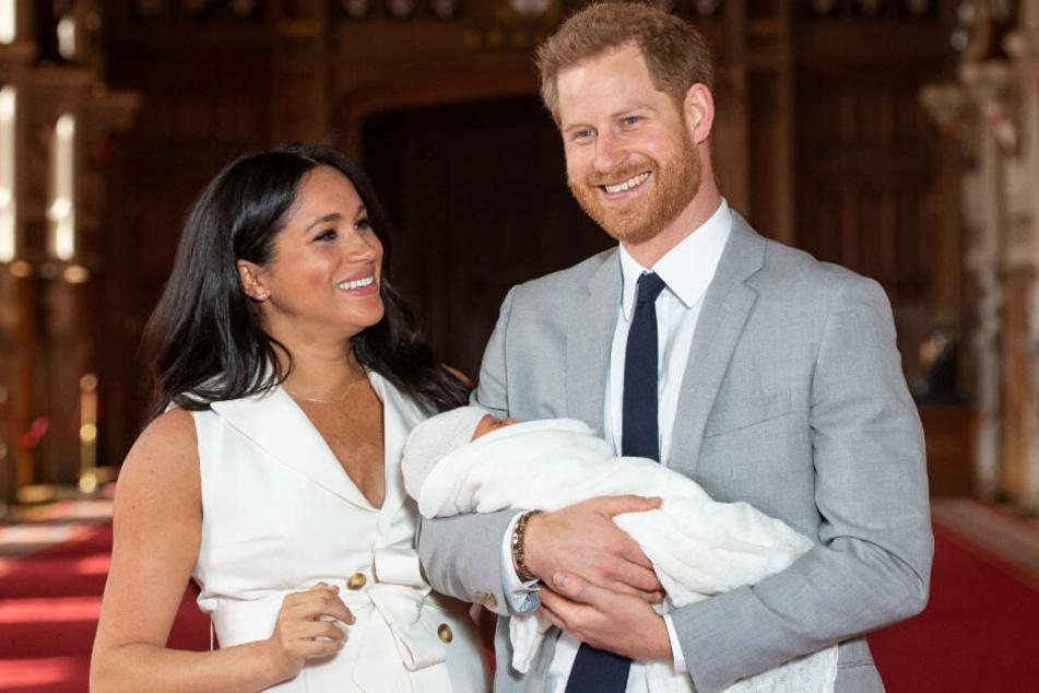 Es ist ein Junge: Prinz Harry und Ehefrau Meghan mit dem kleinen Archie.