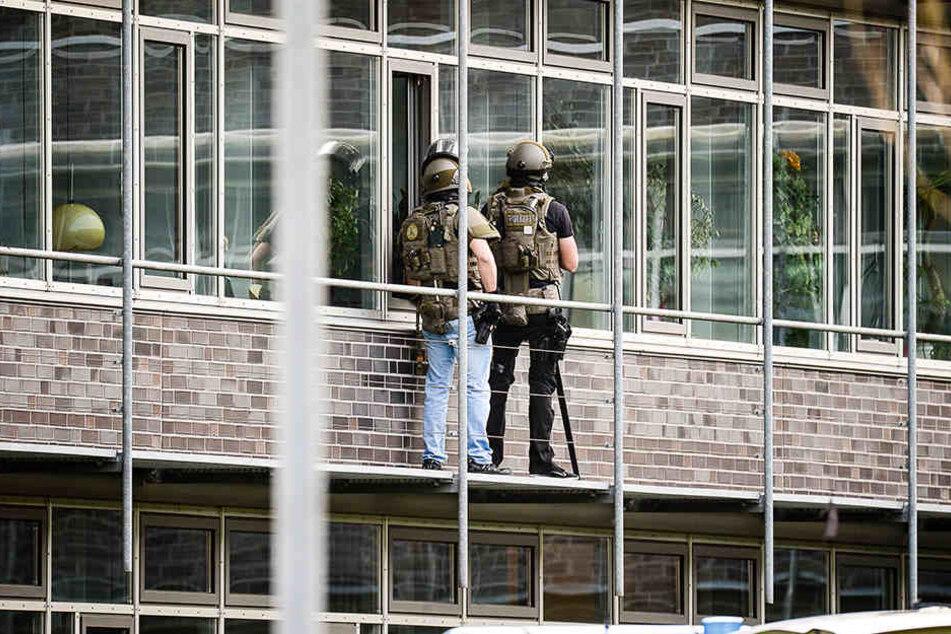 Der Angreifer hatte sich für mehrere Stunden im Kreishaus verschanzt.