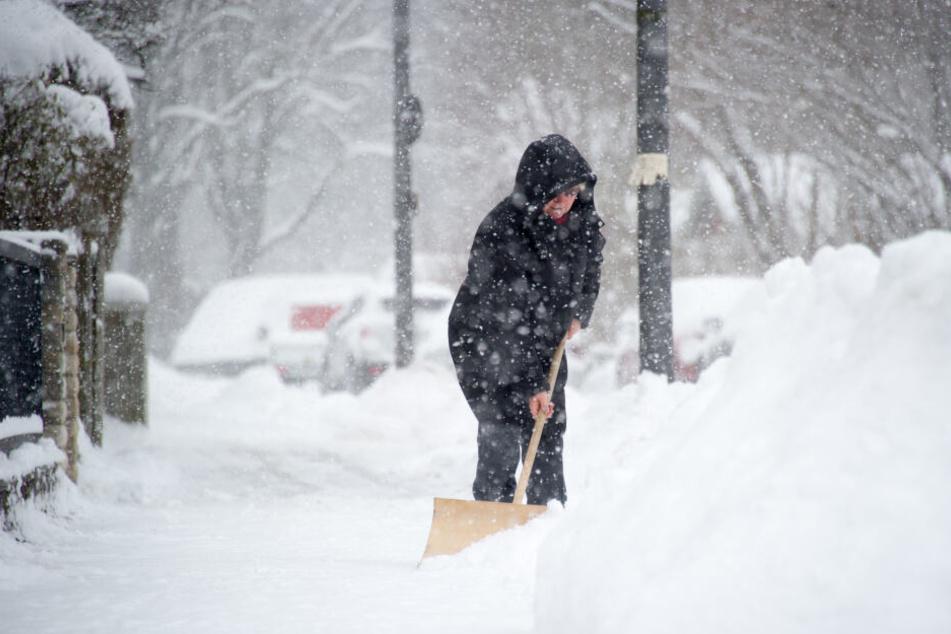 Gehwege müssen vom Schnee befreit werden. Aber wer ist dafür verantwortlich? (Archivbild)
