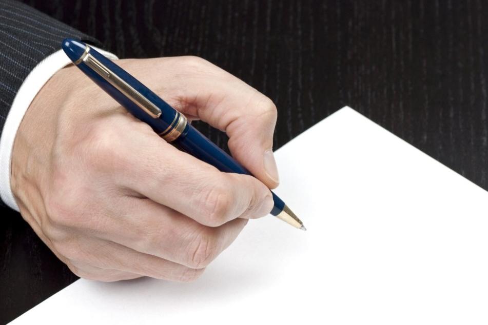 Gutgläubige Bürger unterschrieben. (Symbolbild)