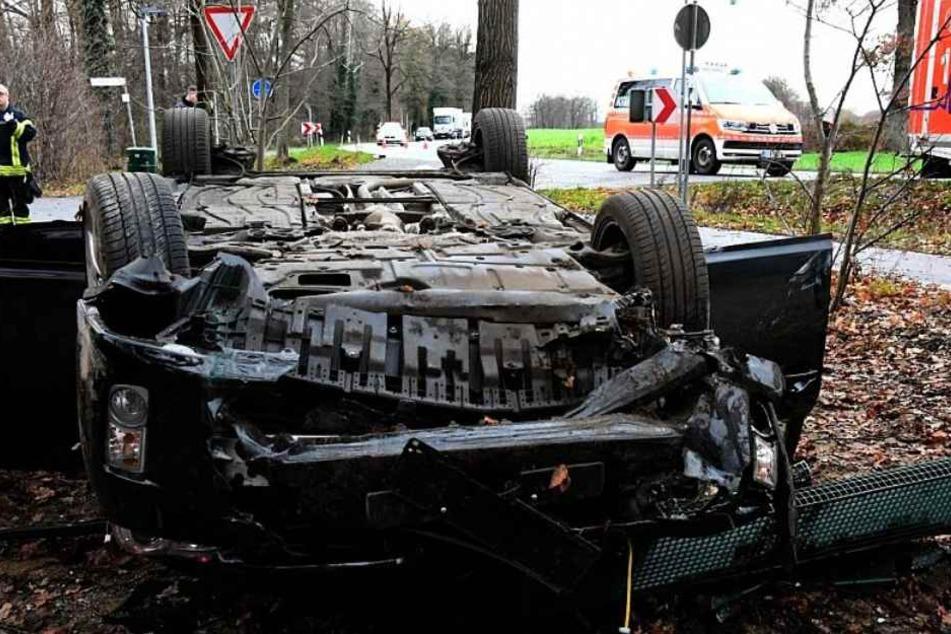 Der Wagen des 65-Jährigen hatte sich mehrfach überschlagen.