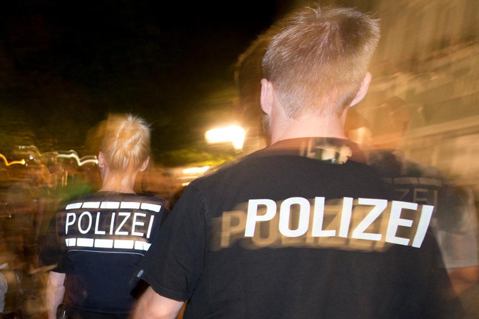 Als die Polizei vor Ort eintraf, waren die Unbekannten und die Fahrzeuge schon wieder verschwunden. (Symbolbild)