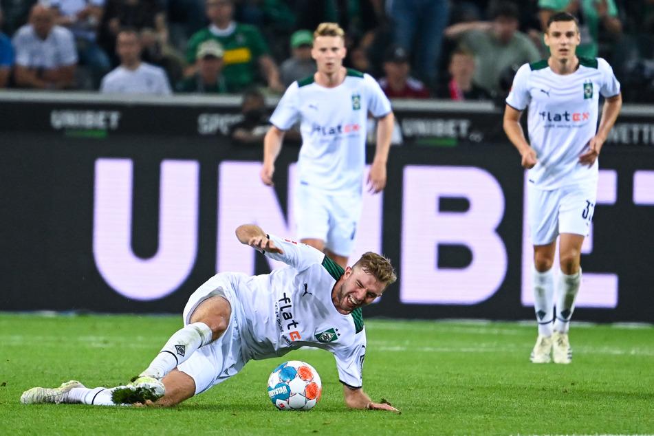 Christoph Kramers (30, u.) Ausrutscher im Bundesliga-Auftakt gegen den FC Bayern könnte sinnbildlich für den Saison-Beginn der Borussia stehen.
