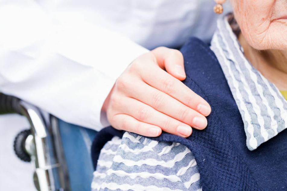 Kann schon bald Demenz-Patienten geholfen werden? (Symbolbild)
