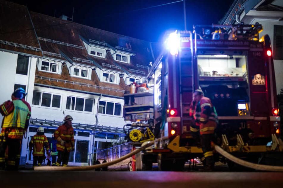 Zwei Tote und viele Verletzte bei Brand in Mehrfamilienhaus