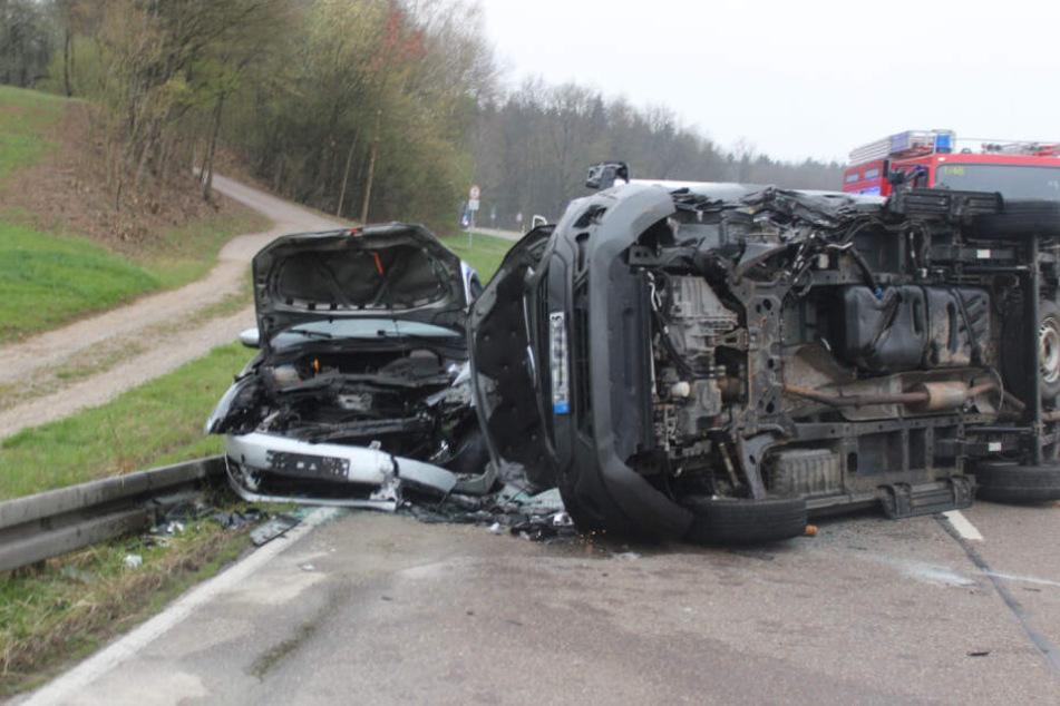 Nach dem Crash kam der Audi auf der Seite liegend zum Stehen.