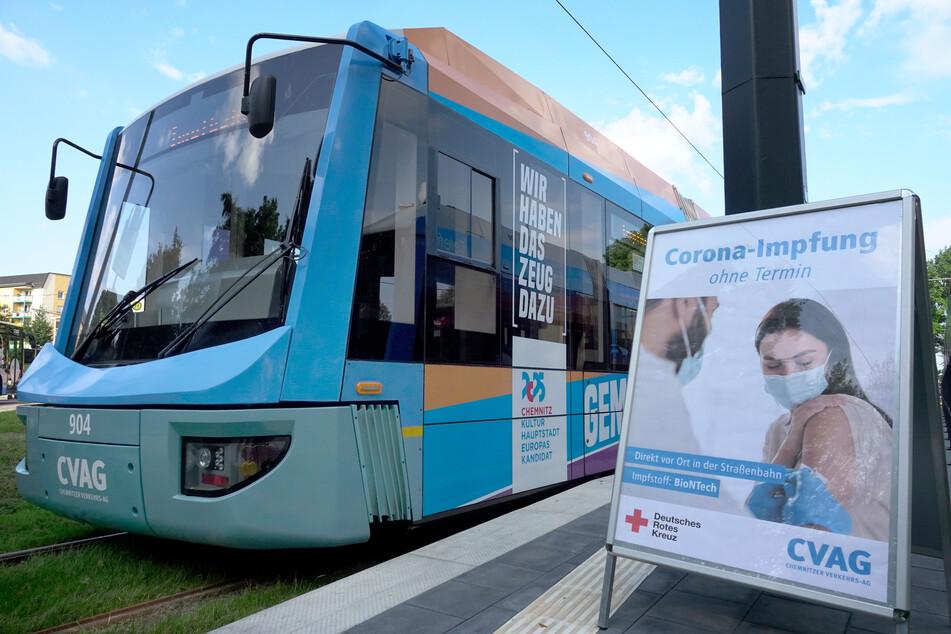 Am Freitagvormittag hielt die Impf-Straßenbahn an der Endhaltestelle Bernsdorf.
