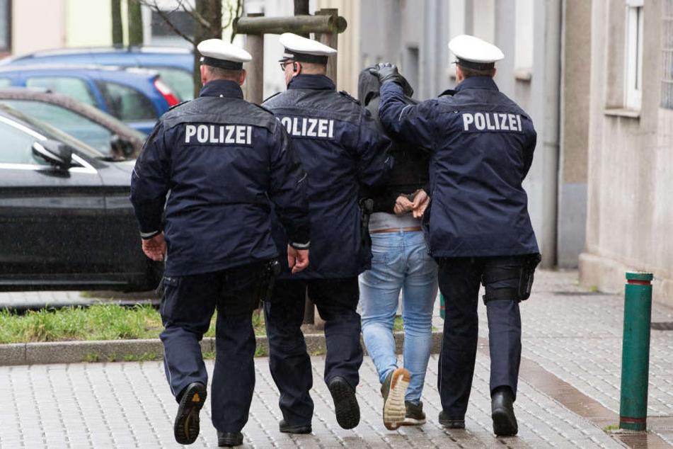 Einsätze in Deutschland und Österreich Razzia gegen Betrüger-Bande!