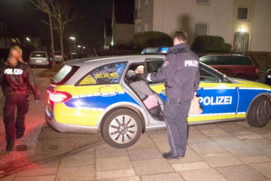 Die Polizei nahm die Frau noch in der Nacht mit aufs Revier.
