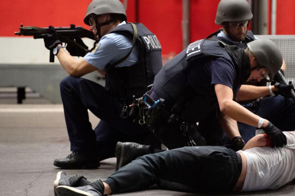 Wegen latenter Terror-Gefahr: Polizei und Bundeswehr proben den Ernstfall