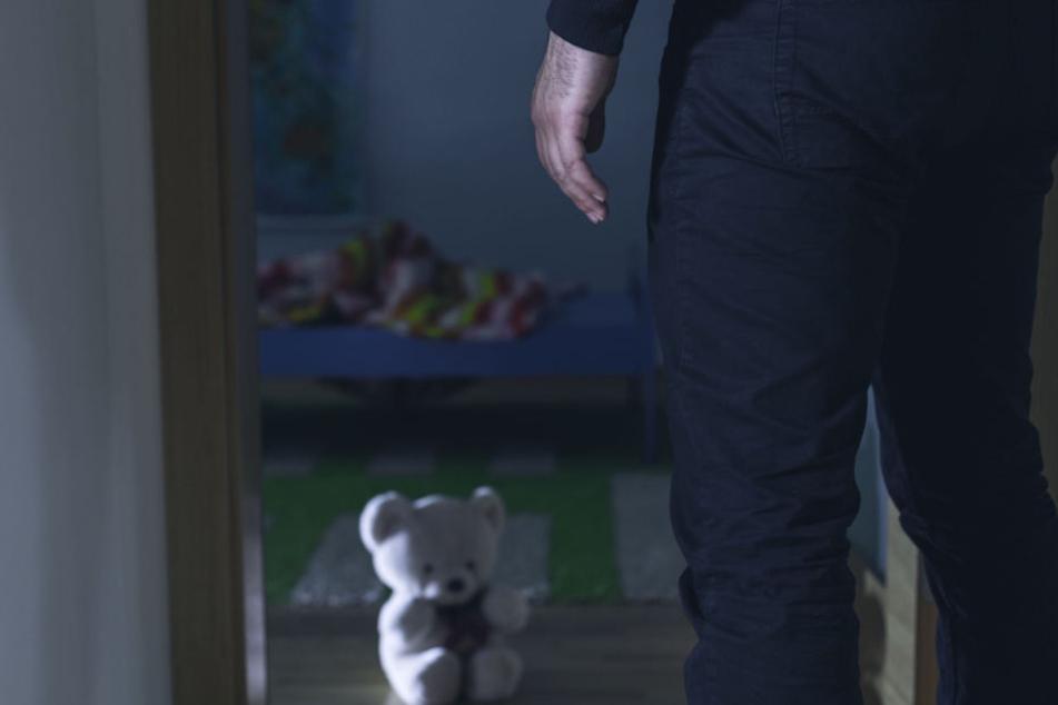 Als die Mutter ins Zimmer kam, schöpfte sie einen schrecklichen Verdacht. (Symbolbild)