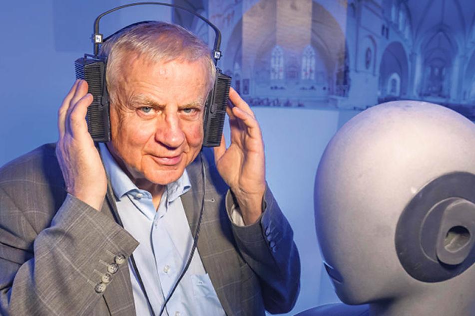 Klangforscher Friedrich Blutner (69) in seinem Labor.