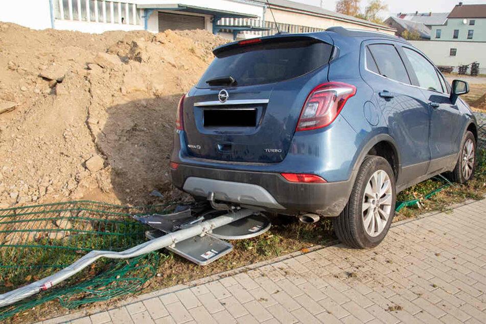 Auch ein Straßenschild wurde von dem Auto erfasst.