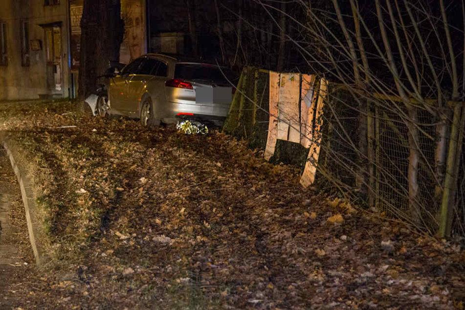 Die Unfallstelle, wo ein Opel gegen einen Baum krachte.