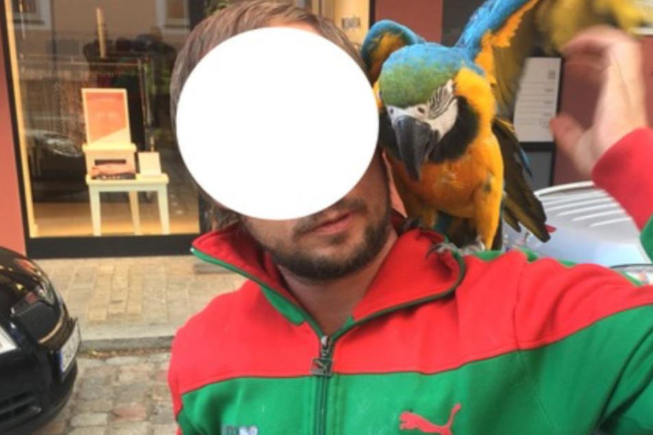 Die Feuerwehr konnte den Besitzer des Papageis und das Tier wieder vereinen.