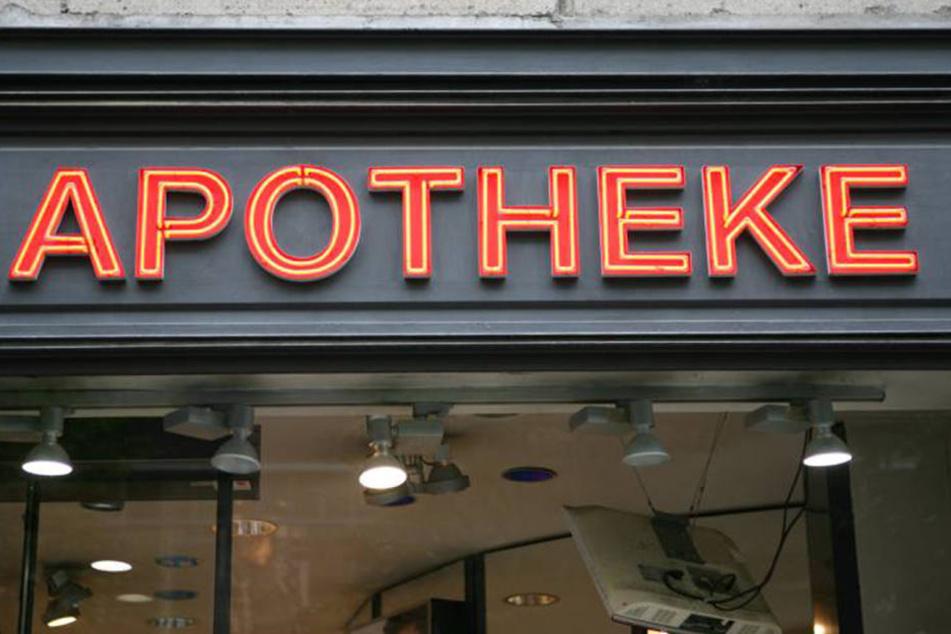 Statt Pillenwerbung, flimmerten im Schaufenster einer Münchner Apotheke wilde Pornos über die Monitore.