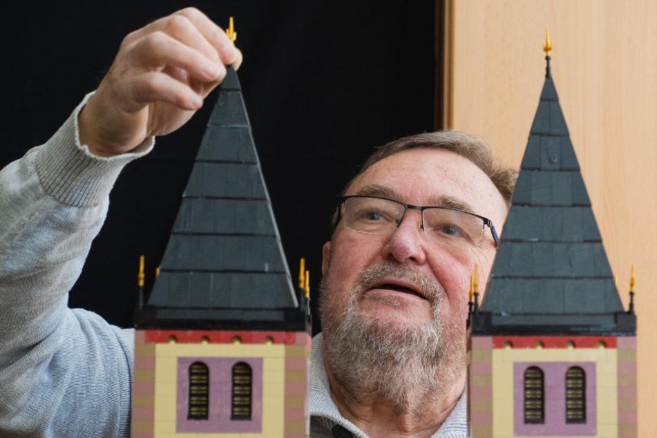 Aus geschätzt rund 2,5 Millionen Legosteinen hat Reinhold Dukat (72) den Würzburger St.-Kilians-Dom nachgebaut.