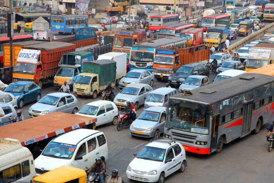 In Indien kommt es immer wieder zu schweren Verkehrsunfällen mit vielen Toten und Verletzten. (Symbolbild)