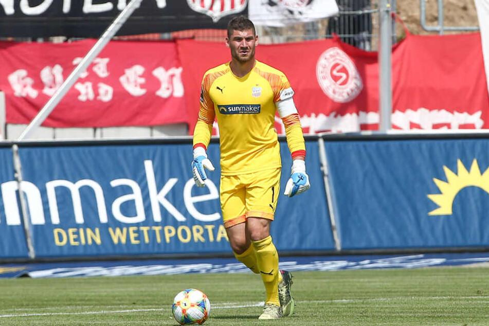 Privat mag er es eher schlicht, sportlich auch mal grell-gelb: FSV-Keeper Johannes Brinkies.