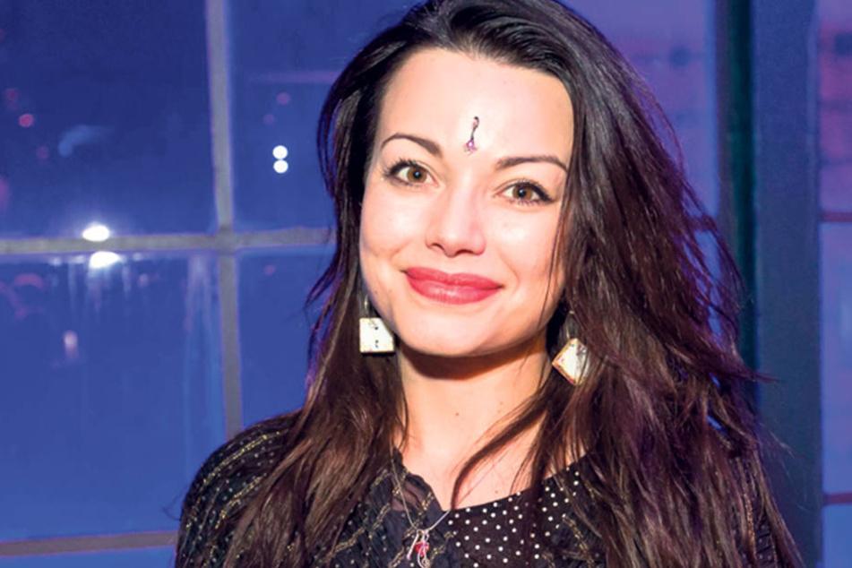 """Dresden - Sie kam nicht, aber ist doch da: Schauspielerin Cosma Shiva Hagen (37) """"schwänzte"""" die Ausstellungseröffnung """"Verbotene Lust"""" in der Galerie von Holger John (58)."""