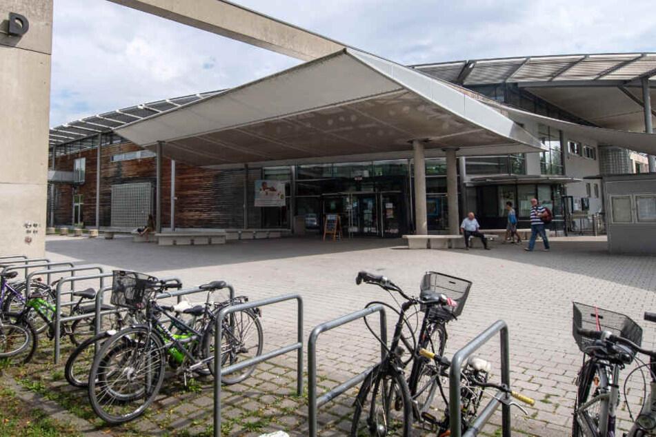 München: Mädchen (13) in Schwimmbad missbraucht? Anklage gegen Schüler!