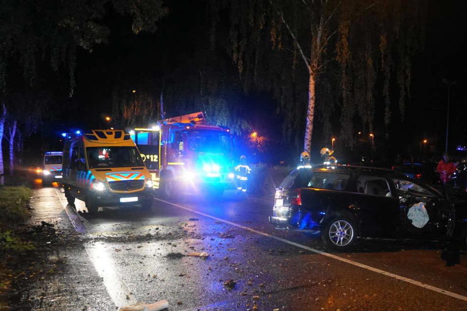 Nächtlicher Einsatz für die Rettungskräfte auf der Muskauer Straße.