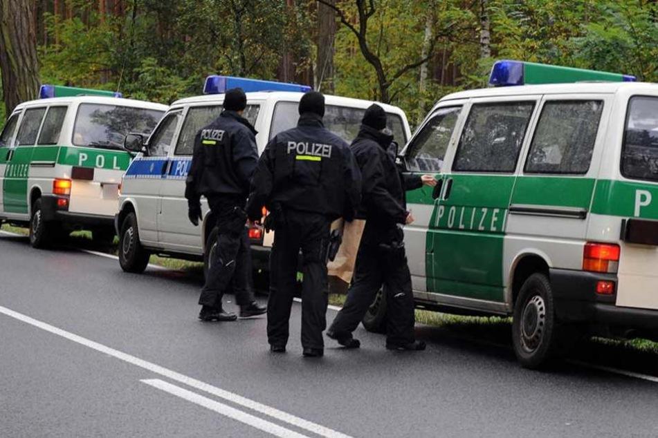 Die Polizei fand Drogen und Bargeld in dem Auto, das sie zuvor verfolgt hatte (Symbolbild).