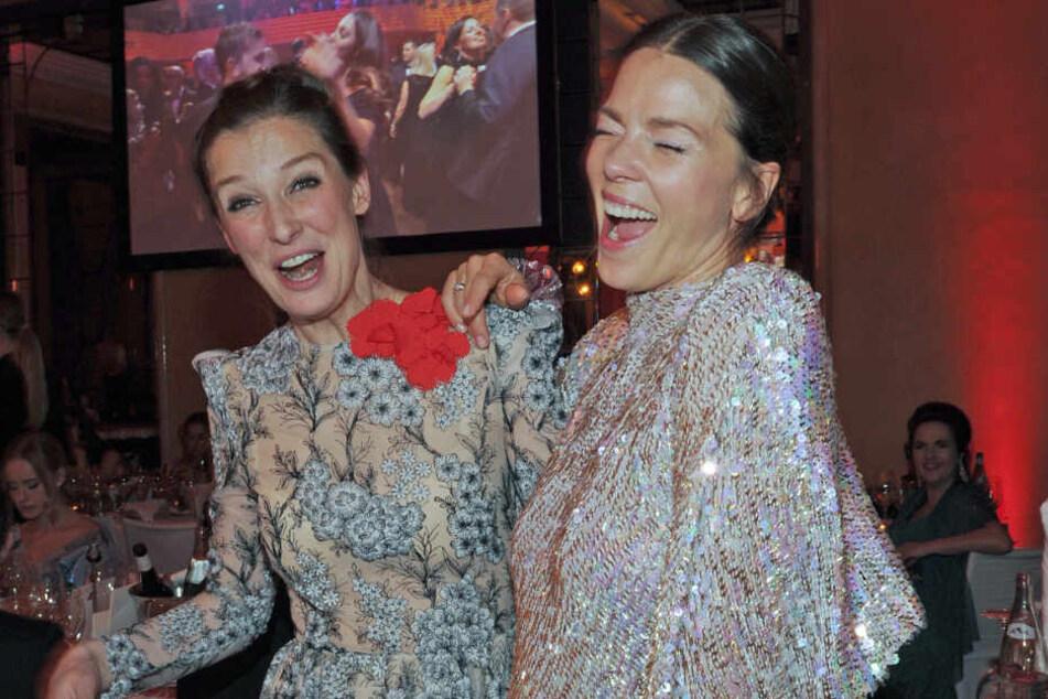 Party pur: Die Schauspielerinnen Alexandra Maria Lara (l) und Jessica Schwarz feierten ausgiebig im Hotel Bayerischer Hof.