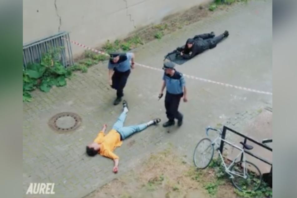 Szene aus dem umstrittenen Video: Aurel liegt erschossen am Boden. (Screenshot)