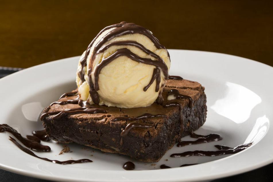 Brownies schmecken hervorragend mit Eis.