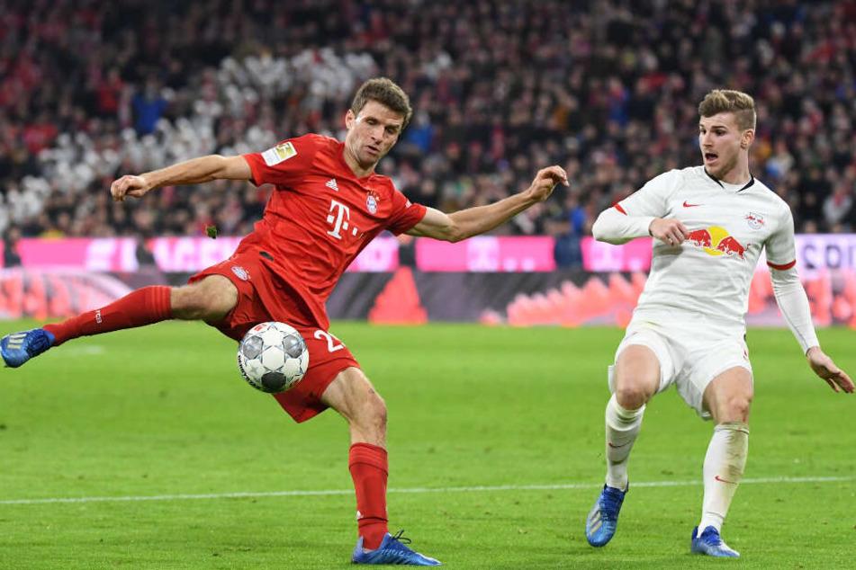 Thomas Müller (l.) und Nationalspieler Timo Werner beim Spitzenspiel am Sonntag.