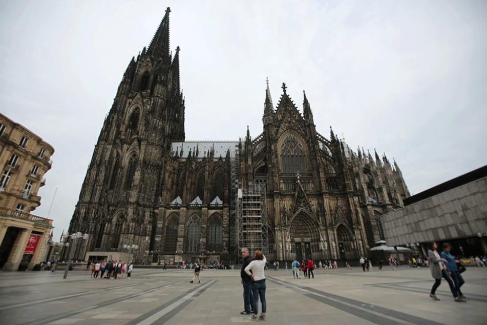 Eines von drei Wahrzeichen, das nicht in Berlin steht und es in die Top 10 geschafft hat, ist der Kölner Dom.