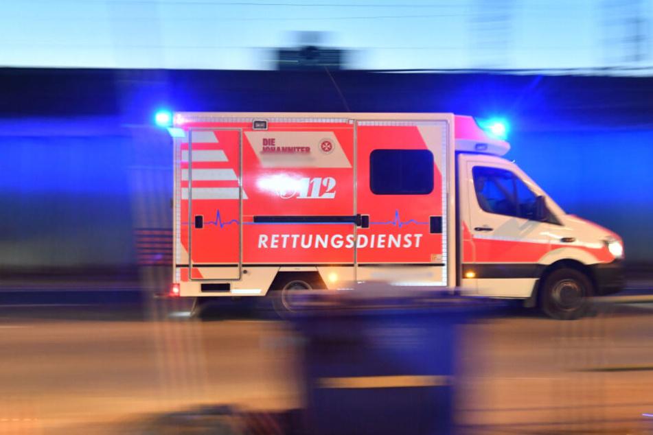 Ein Rettungswagen brachte den Mann in ein Krankenhaus.